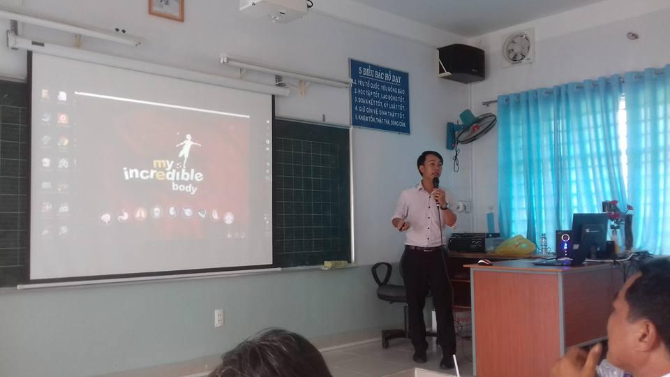 Thầy Phạm Đình Quốc trình bày phần dự thi của mình