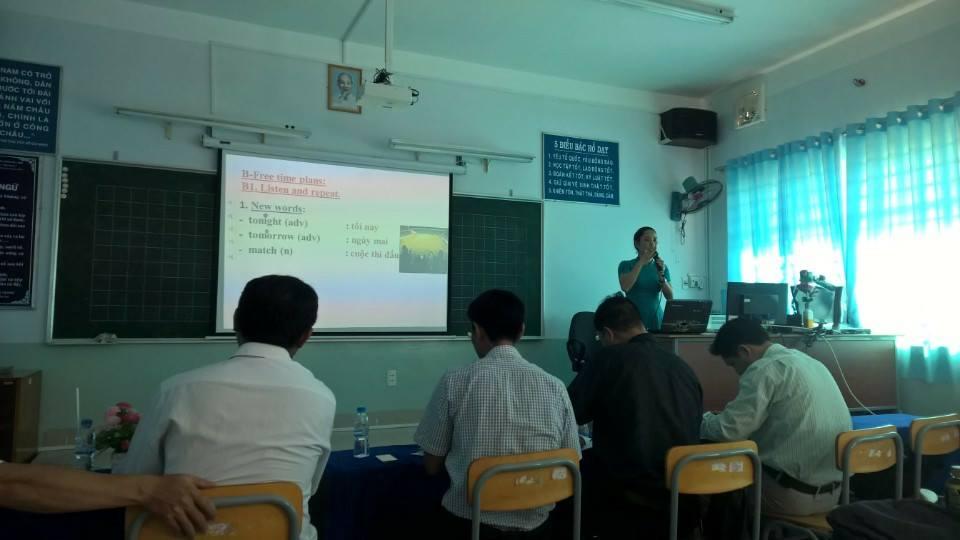 Cô Nguyễn Thị Thanh Tâm trình bày phần dự thi của mình